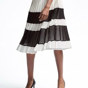 B&W pleated gingham midi skirt